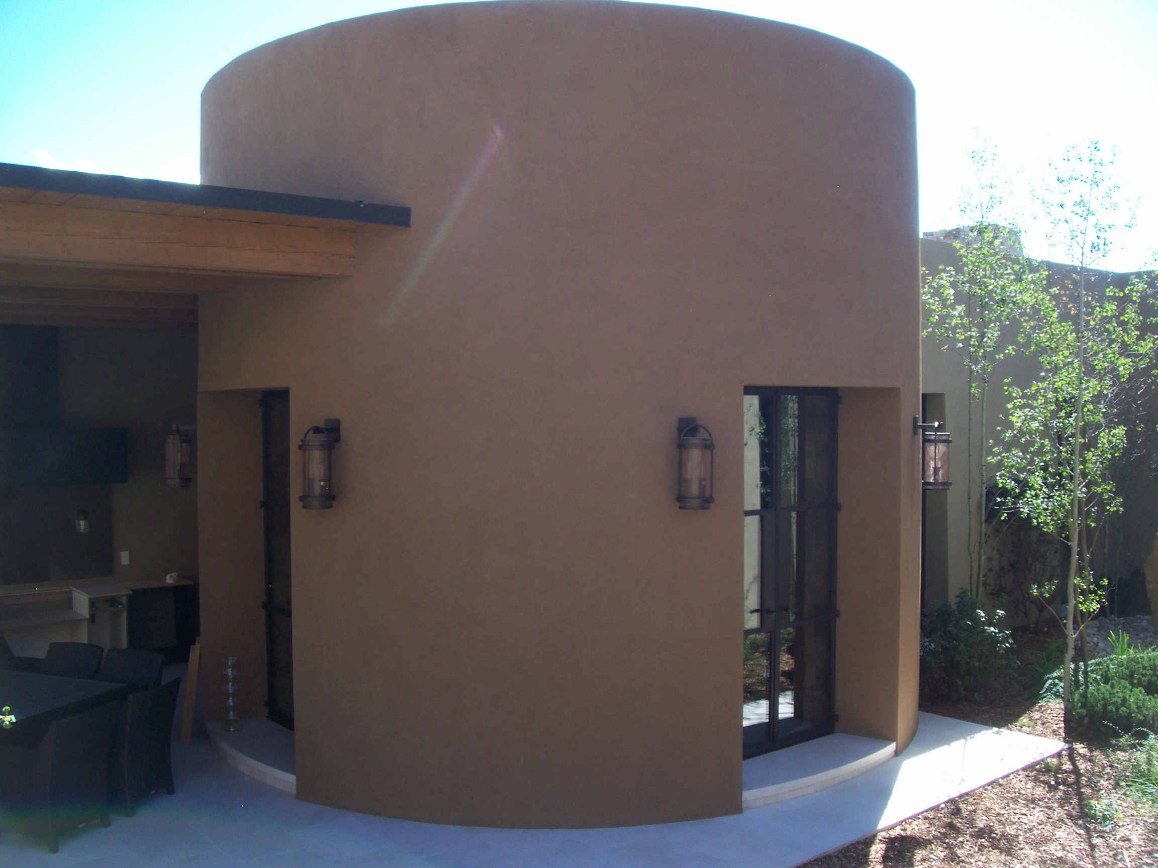 circular entrance with stucco exterior